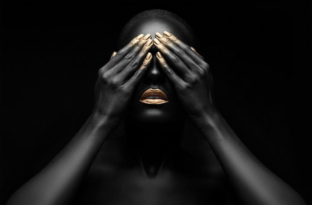 Black women with golden Make-Up  53688008