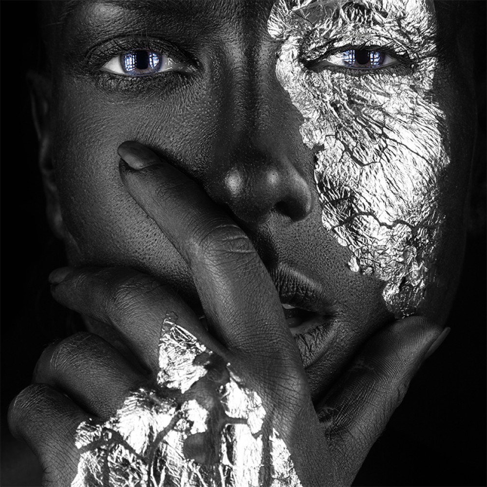 Woman with silver accents  94081891